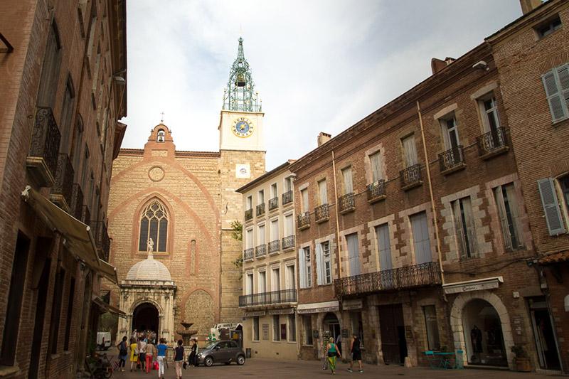 campaniste sur la cathédral de Perpignan